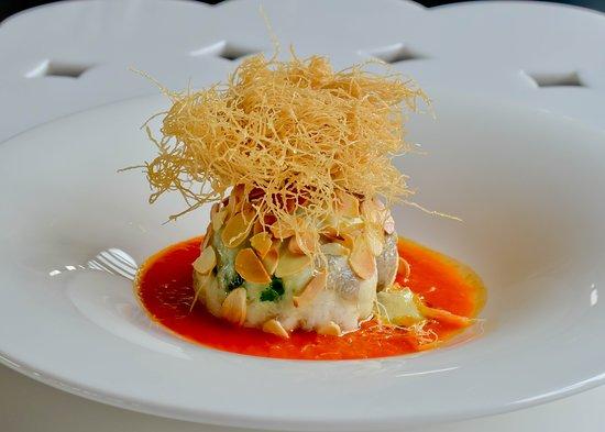 Etnea Roof Bar & Restaurant: Cupola di branzino farcita con spinacino fresco e gambero rosso su crema di pomodoro piccadilly
