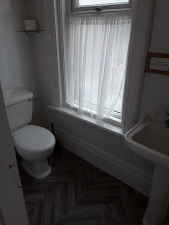 holly bathroom ensuite