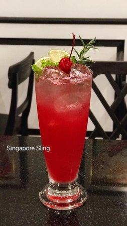Mora Boutique Hotel: Singapore Sling