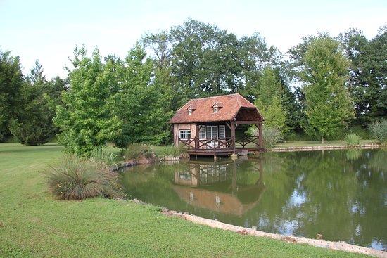 Moulin du Soustre: Vue sur le ponton d'embarquement de l'étang