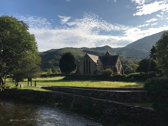 Royal Goat Hotel: Beddgelert is a beautiful, historic village nestling at the confluence of two rivers
