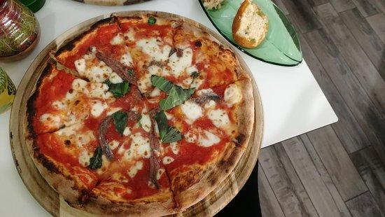 Pizza Napoli + mezza crocchè