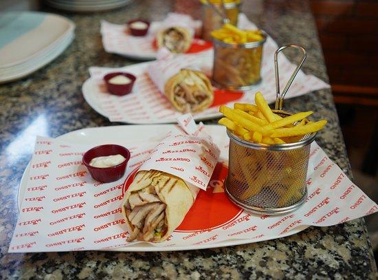 Tangier, Maroko: Inspiré par la diversité, Mozzarino vous propose aussi de la restauration rapide . Shawarma à partir de 29 dhs .