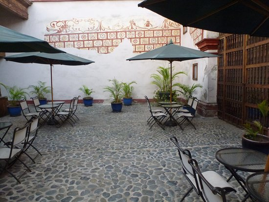 Trujillo, Perú: Open air Restaurant - das Klima erlaubt das (1)