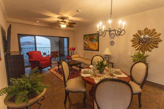 2 Bedroom Vista Suite - Living Room