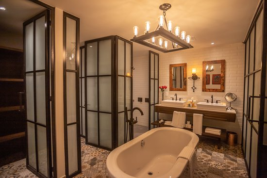 2 Bedroom Vista Suite - Bathroom
