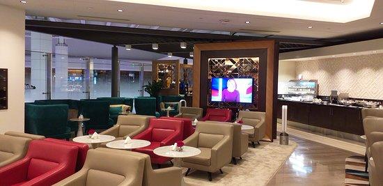 Marhaba Lounge at DXB | Shopping at Dubai Airport | The Vacation Builder