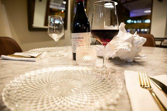 Comparte mesa con personas especiales en un lugar con encanto