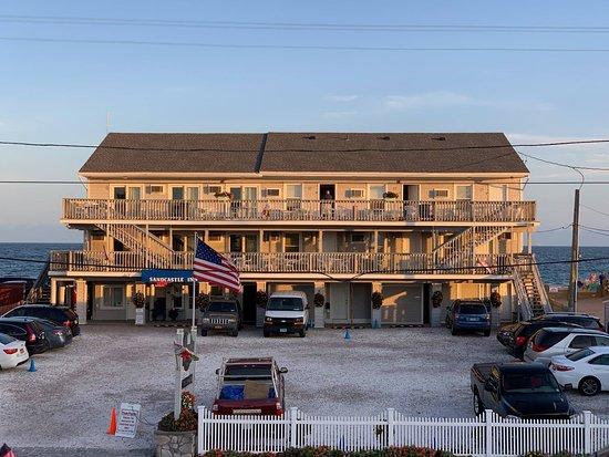 Sandcastle Beachfront Inn