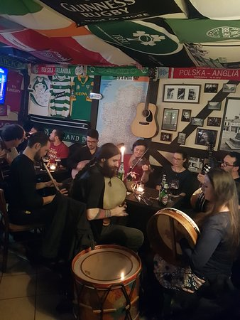 Duffy's Irish Bar: Monday Evening