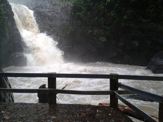 Cascadas Tuliman: El paisaje que crea la cascada al caer, es único!!!