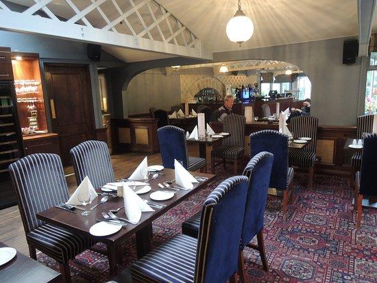 Glendasan River Restaurant: Gedeelte van de eetzaal.