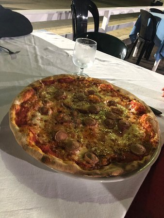 Al Faro da Corrado: Pizza 🍕 più grande del piatto