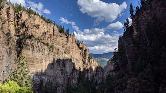 Hanging Lake Trail: Beautiful view down Dead Horse Canyon just before you reach Hanging Lake.