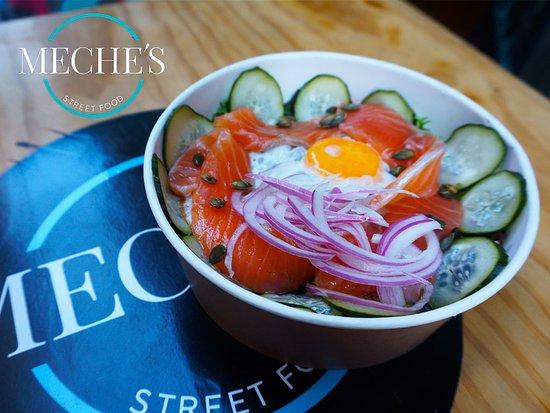 Meche's Street Food: Ensalada de salmón Streetfood San Juan de Letrán 13A Málaga Centro 951 993 013