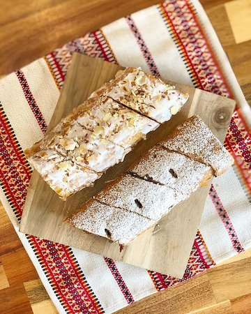 APPLE AND POPPY SEED STRUDEL