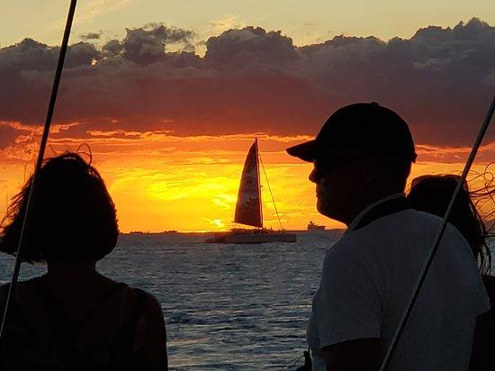 תמונה מWaikiki Sunset Cocktail Sail with Open Bar