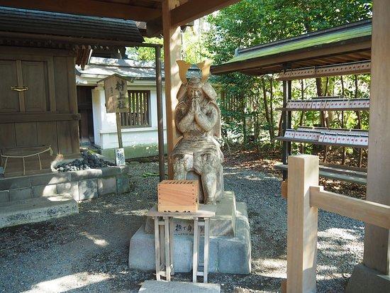 Shrine of Kamakuragu: 村上彦四郎義光の木像