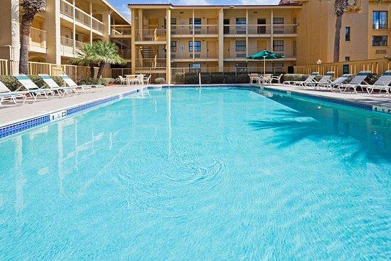 La Quinta Inn by Wyndham Orlando Airport West: Pool