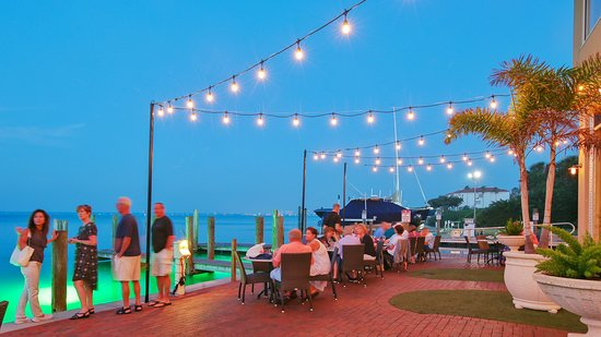 Dry Dock Waterfront Grill: Patio seating by the bay