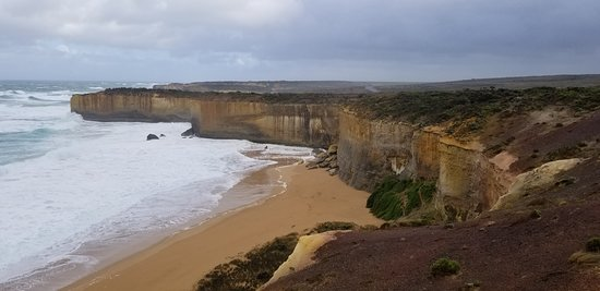 Views from the secondary viewing platform looking the opposite way from London Bridge, on the Great Ocean Road, Victoria (AUS)