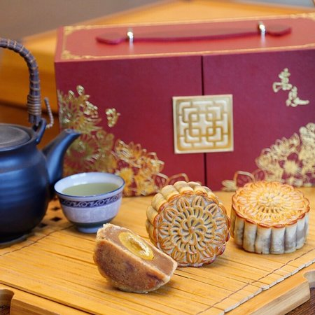 Take a bite of this hand-crafted delicacy to attract good luck and prosperity! Made from lotus seed paste, surrounded by a thick crust and contains whole salted duck eggs!Box of 6 – Php 1,988 ++Available until September 15