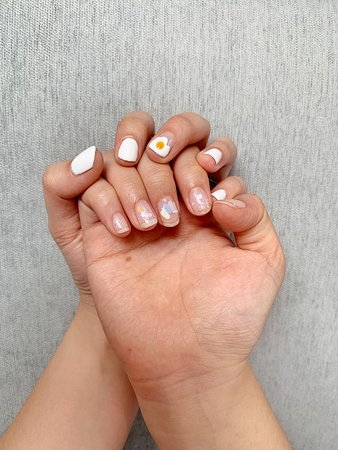 The Nail Style Beauty Room: Egg nail art and some sparkles using Presto Japanese gel