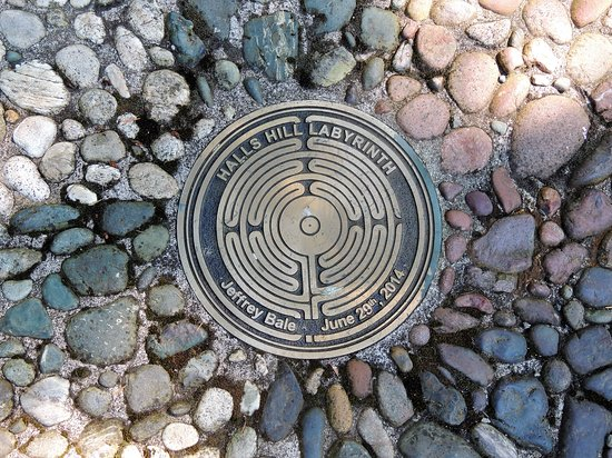 Hall's Hill Labyrinth: cool