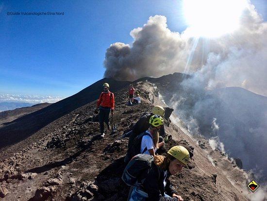 Escursione sui crateri dell'Etna - lo spettacolo dei Crateri del vulcano attivo più alto d'Europa
