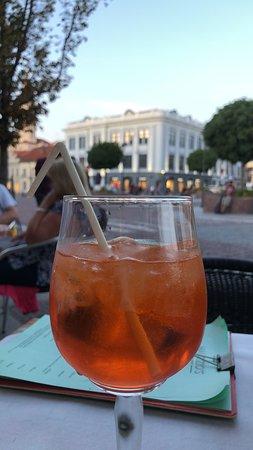 Maurizio's Italian Food: Italiensk drikke ute i varmen