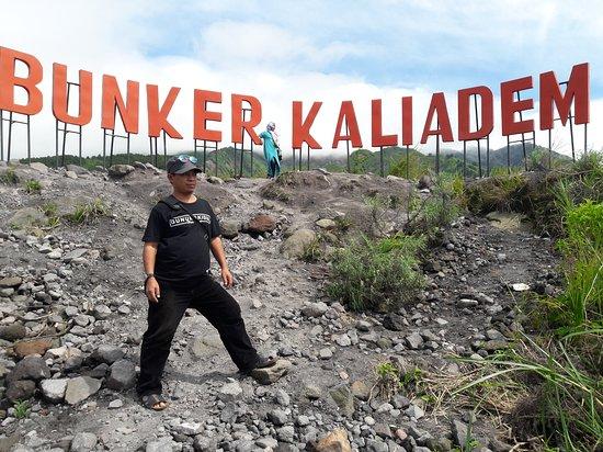 Gunung Merapi pernah meletus dahsyat pada tahun 2006 dan 2010. Kejadian di tahun 2010 menewaskan 337 jiwa, sedangkan tahun 2006 menewaskan dua relawan yang berlindung di dalam Bunker Kaliadem yang saat ini menjadi salah satu destinasi paket tour Gunung Merapi.