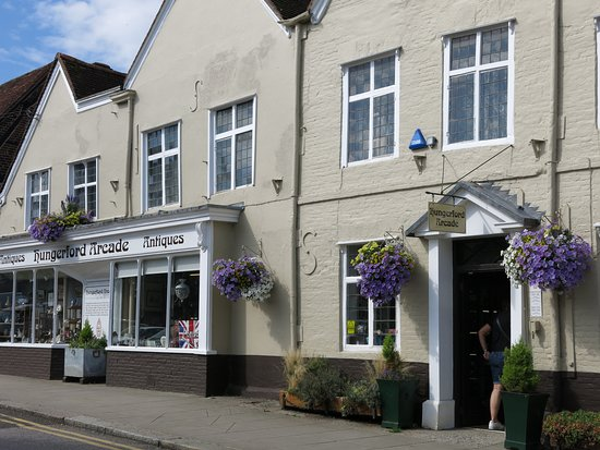 Hungerford Arcade Antiques and Collectables: entrance...