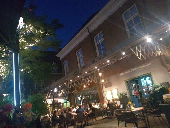 Eetcafe Kandinsky: Super gezellig terras!