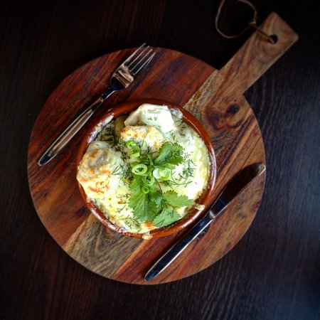 Überbackene Pelmeni (Russische Teigtaschen mit Fleisch)
