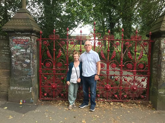City & Beatles Tour - BLUE ROUTE: Strawberry6 Fields Forever