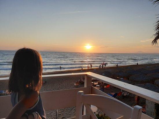 Ηλιοβασίλεμα από το μπαλκόνι της Αμβροσίας