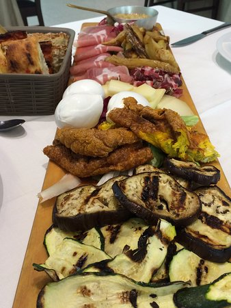Ristorante Al Primo Piano: Mixed meats, cheeses, and vegetables