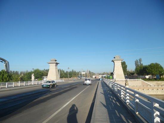 Baimata Bridge: west entrance to bridge