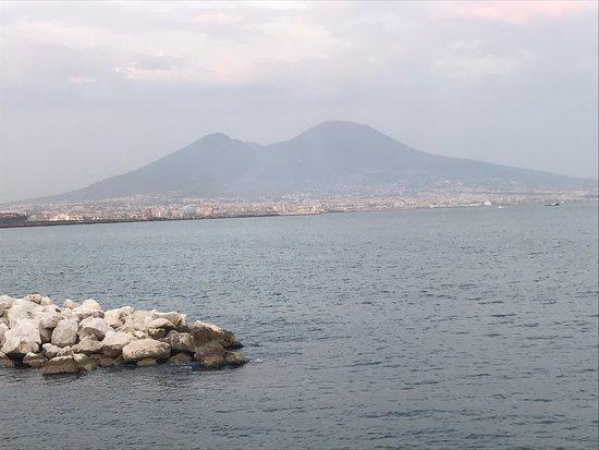 Neapel, Italien: Spacca Napoli, la costa , e piazza plebiscito