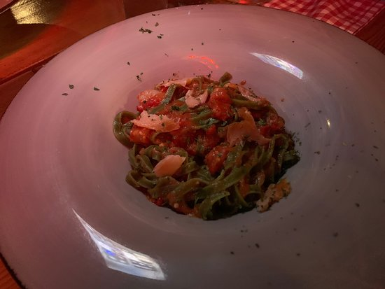 Gornji Karin, Kroatia: Pizza Nutella and Pasta Bolognese and green pasta with shrimps and salmon.