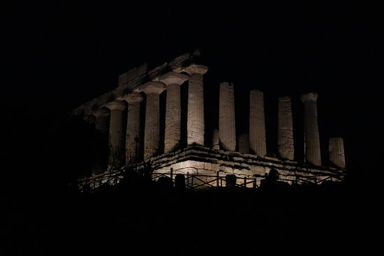 Valle dei Templi: tempio giunone sera