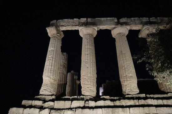 Valle dei Templi: tempio sera