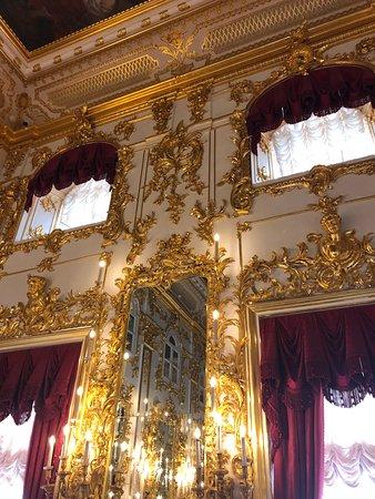Good Tours: Palacio de Paterhof