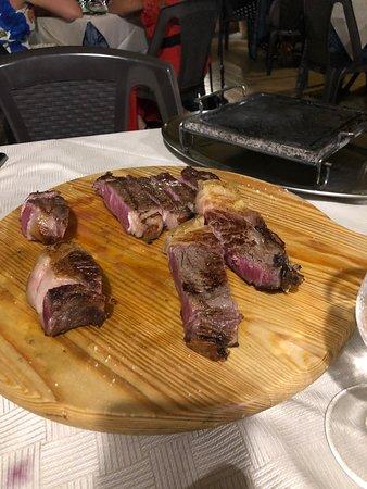 Ottima carne, scottona americana e polacca; si scioglievano in bocca. Cheesecake superlativa