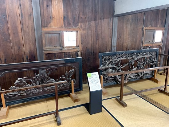 Kochi Castle: 繊細な模様の欄間