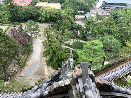 Kochi Castle: 天守閣の窓からの眺め