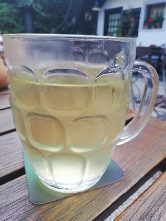 Grieskirchen, Østerrike: Most gespritzt / cider with sparkling water