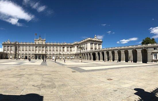 Madrid Kraliyet Sarayı: Дворец