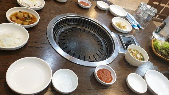 Dowon Day - Yonggang: 고기양과 질이 끝내줘요!! 따봉!! 그외 반찬들도 대박!!