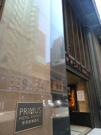 Primus Hotel Sydney: 入口から素敵
